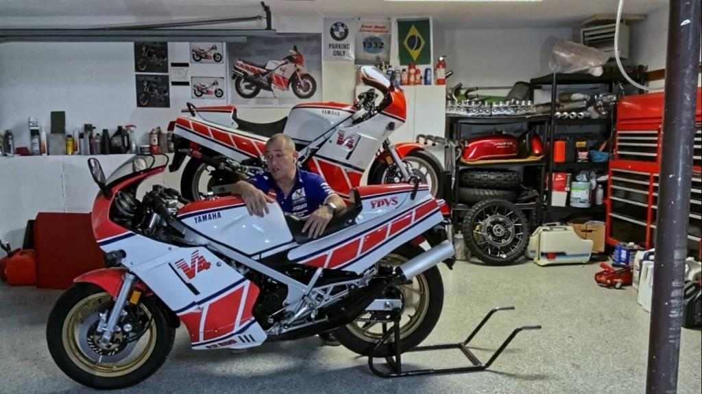marcos e as moto 1024x576 - A mítica Yamaha RD 500 LC